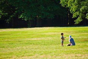 愛情とは公園の親子